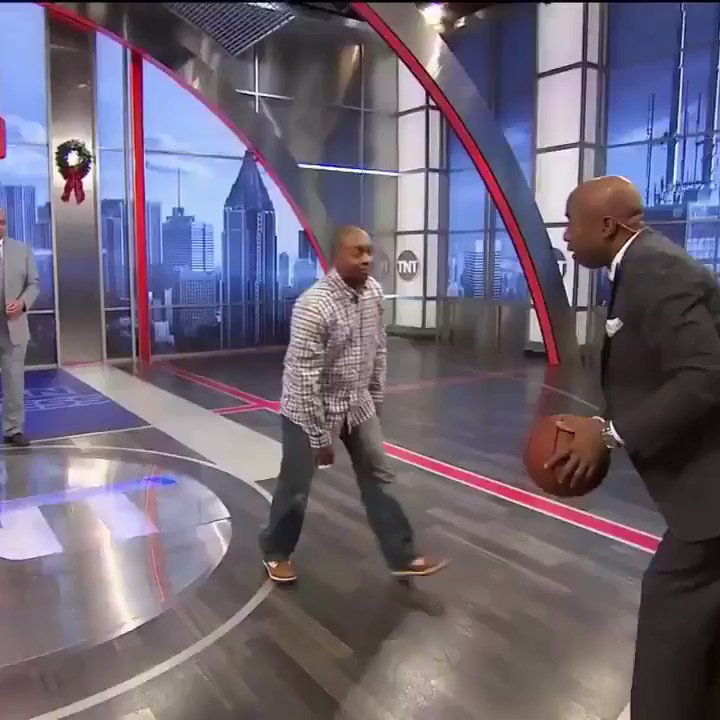 RT @NBAonTNT: Find someone that…
